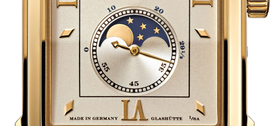 a lange söhne cabaret moonphase yellow gold 118.021 moon disc detail